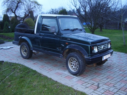 le suzuki samurai datant de 1988 est un petit v hicule tout terrain qui ne sera pas import. Black Bedroom Furniture Sets. Home Design Ideas